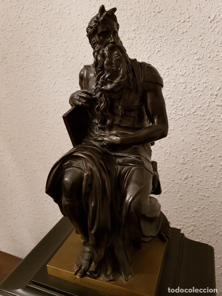 Relojes de carga manual: Reloj de chimenea francés 1875. Mármol negro y bronce con escultura del Moisés de Miguel Ángel - Foto 3 - 119310307