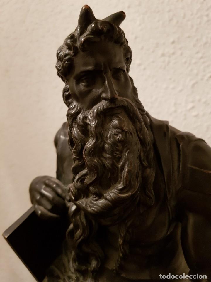 Relojes de carga manual: Reloj de chimenea francés 1875. Mármol negro y bronce con escultura del Moisés de Miguel Ángel - Foto 4 - 119310307