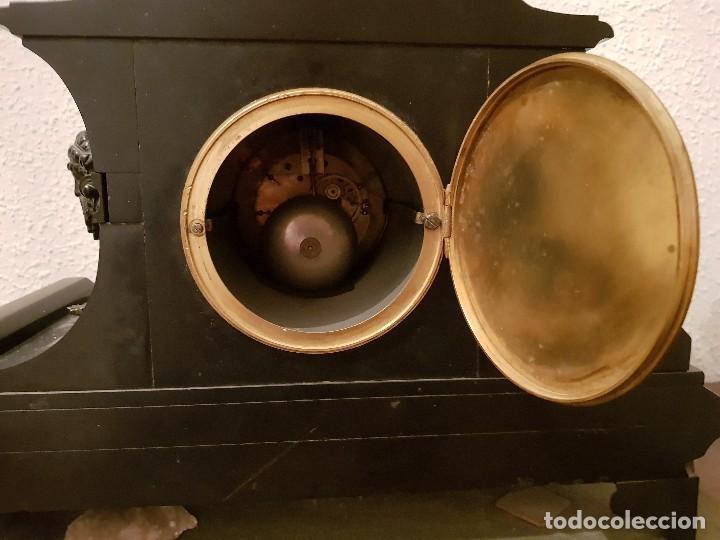 Relojes de carga manual: Reloj de chimenea francés 1875. Mármol negro y bronce con escultura del Moisés de Miguel Ángel - Foto 6 - 119310307