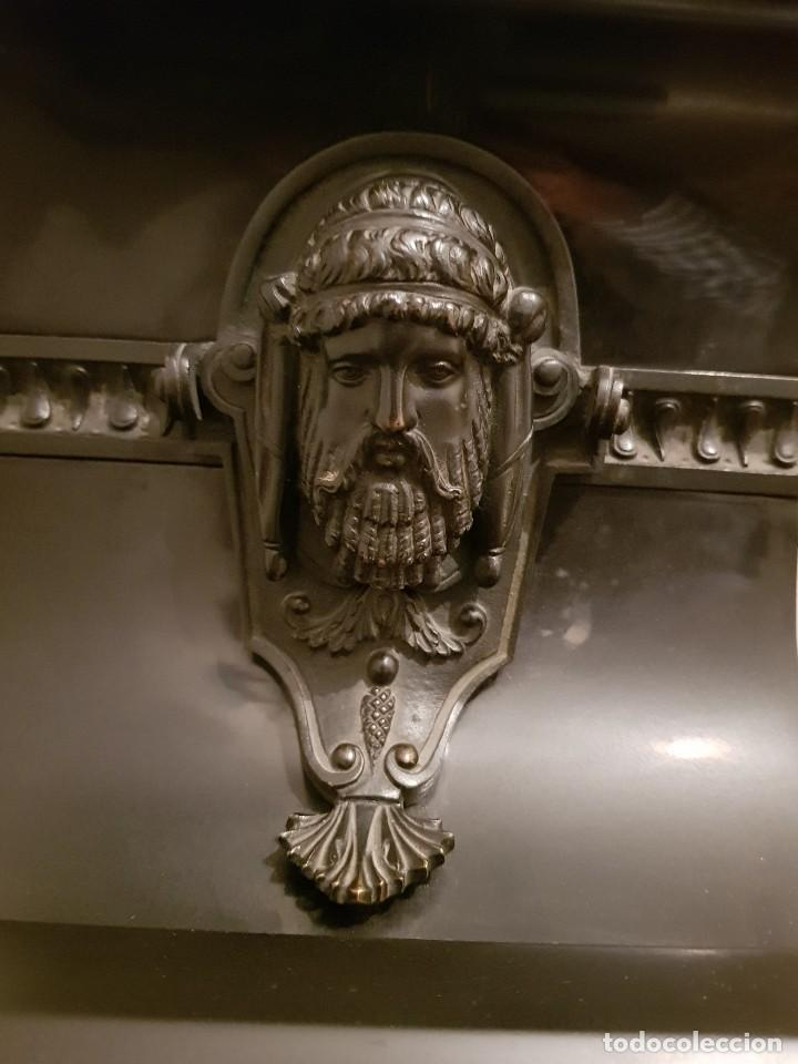 Relojes de carga manual: Reloj de chimenea francés 1875. Mármol negro y bronce con escultura del Moisés de Miguel Ángel - Foto 9 - 119310307
