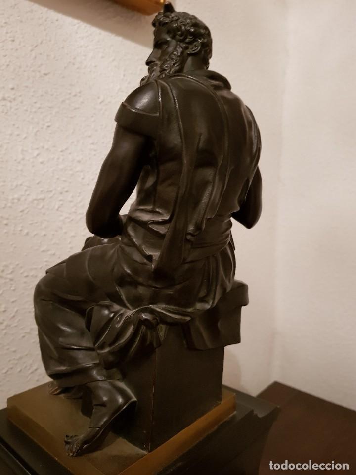 Relojes de carga manual: Reloj de chimenea francés 1875. Mármol negro y bronce con escultura del Moisés de Miguel Ángel - Foto 11 - 119310307