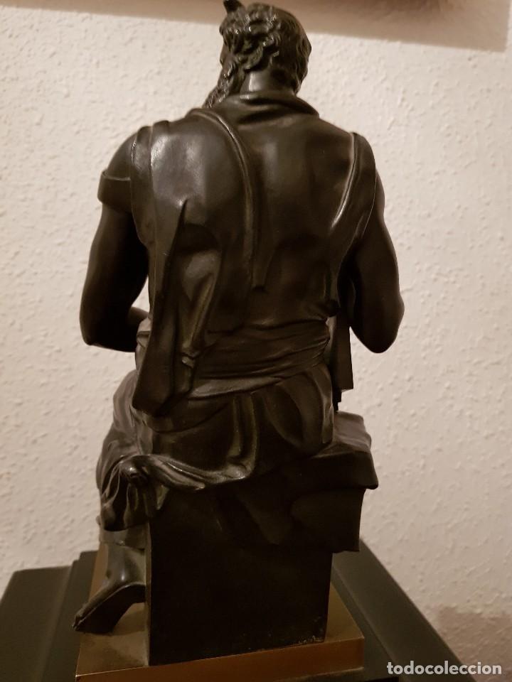 Relojes de carga manual: Reloj de chimenea francés 1875. Mármol negro y bronce con escultura del Moisés de Miguel Ángel - Foto 12 - 119310307