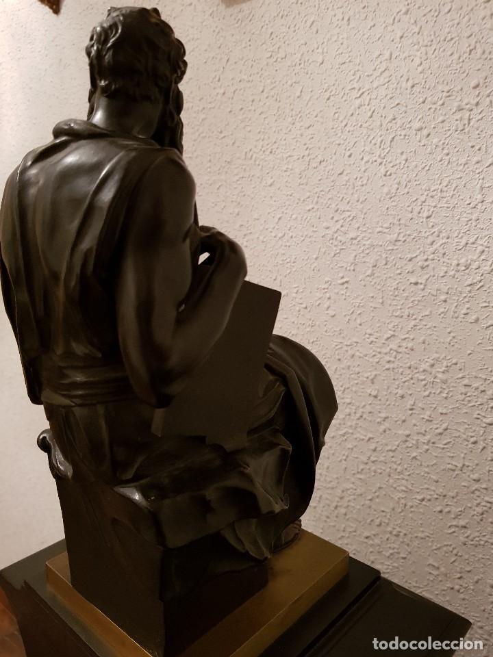 Relojes de carga manual: Reloj de chimenea francés 1875. Mármol negro y bronce con escultura del Moisés de Miguel Ángel - Foto 14 - 119310307