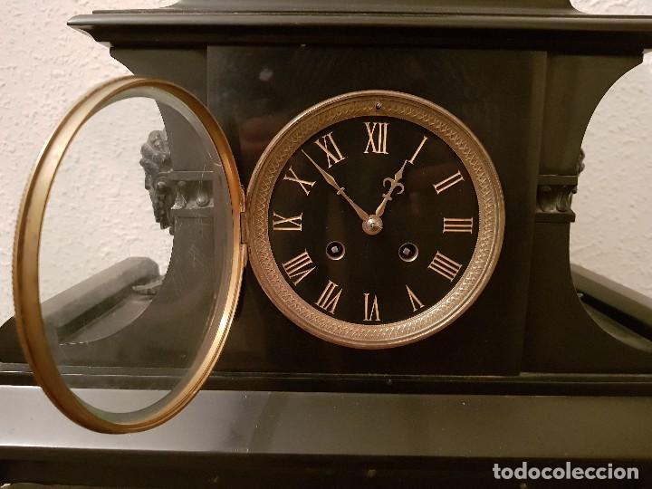 Relojes de carga manual: Reloj de chimenea francés 1875. Mármol negro y bronce con escultura del Moisés de Miguel Ángel - Foto 15 - 119310307