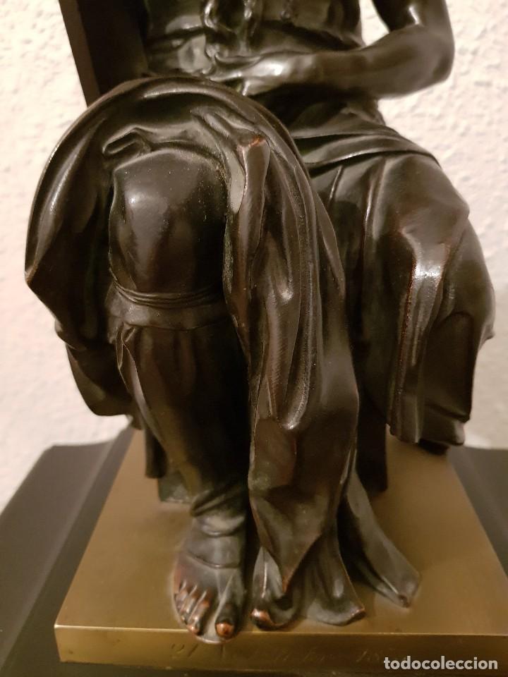 Relojes de carga manual: Reloj de chimenea francés 1875. Mármol negro y bronce con escultura del Moisés de Miguel Ángel - Foto 17 - 119310307