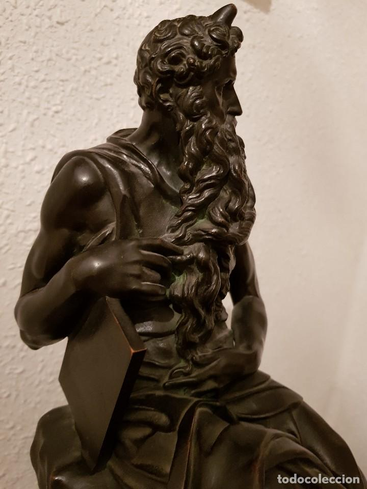 Relojes de carga manual: Reloj de chimenea francés 1875. Mármol negro y bronce con escultura del Moisés de Miguel Ángel - Foto 22 - 119310307