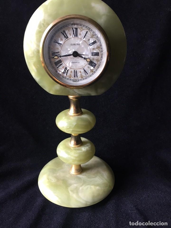 PRECIOSO RELOJ DE MÁRMOL VERDE CON ALARMA (Relojes - Sobremesa Carga Manual)
