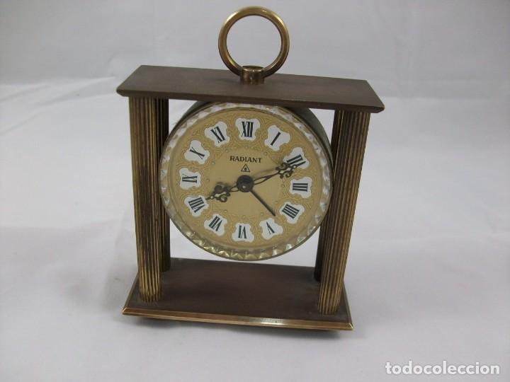 RELOJ DE SOBREMESA. BRONCE. FUNCIONA PERFECTAMENTE. MANUAL. ANTIGÜEDAD. (Relojes - Sobremesa Carga Manual)