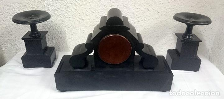 Relojes de carga manual: Espectacular guarnición, reloj, candelabros Napoleón III, Imperio. Mármol negro. Siglo XIX. Original - Foto 4 - 121166351