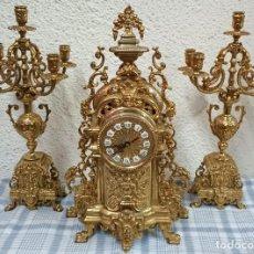 Relojes de carga manual: ANTIGUA GUARNICIÓN, CANDELABROS, RELOJ DE BRONCE DORADO AL MERCURIO. SIGLO XIX, NAPOLEÓN III,IMPERIO. Lote 121166715