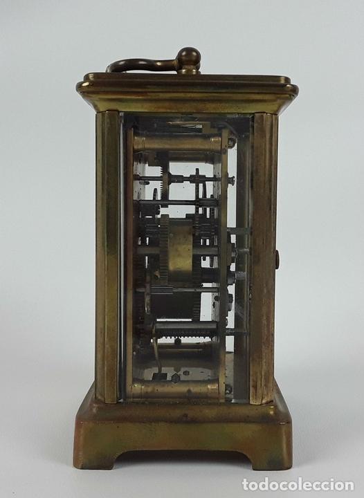 Relojes de carga manual: RELOJ DE MESA CON CAJA. LATÓN Y MADERA. FRANCIA. CIRCA SIGLO XIX. - Foto 7 - 121841427
