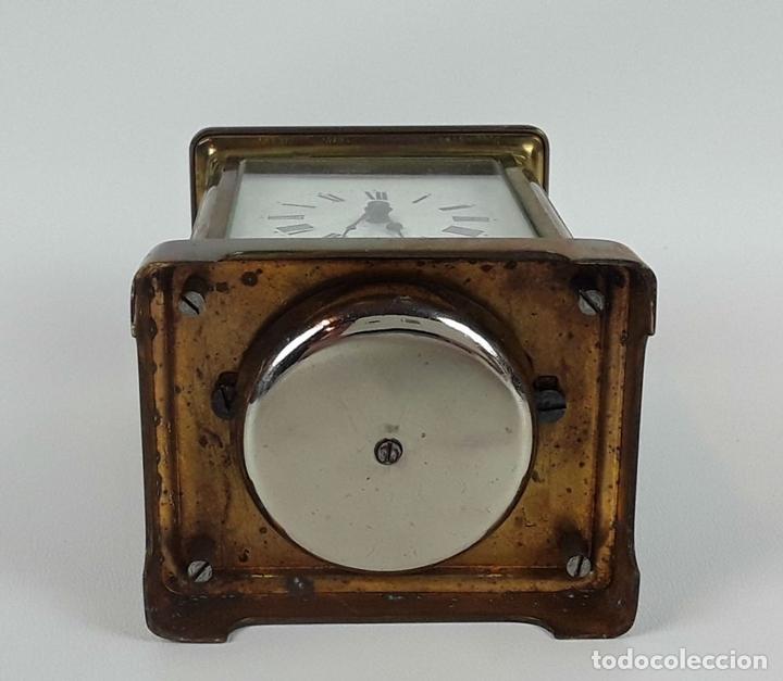 Relojes de carga manual: RELOJ DE MESA CON CAJA. LATÓN Y MADERA. FRANCIA. CIRCA SIGLO XIX. - Foto 9 - 121841427