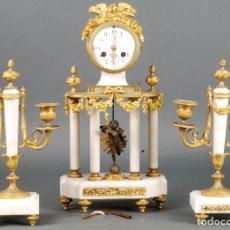 Relojes de carga manual: RELOJ DE PÓRTICO MÁRMOL Y BRONCE DORADO CON GUARNICIÓN NAPOLEÓN III ESTILO LUIS XVI SIGLO XIX. Lote 122085451
