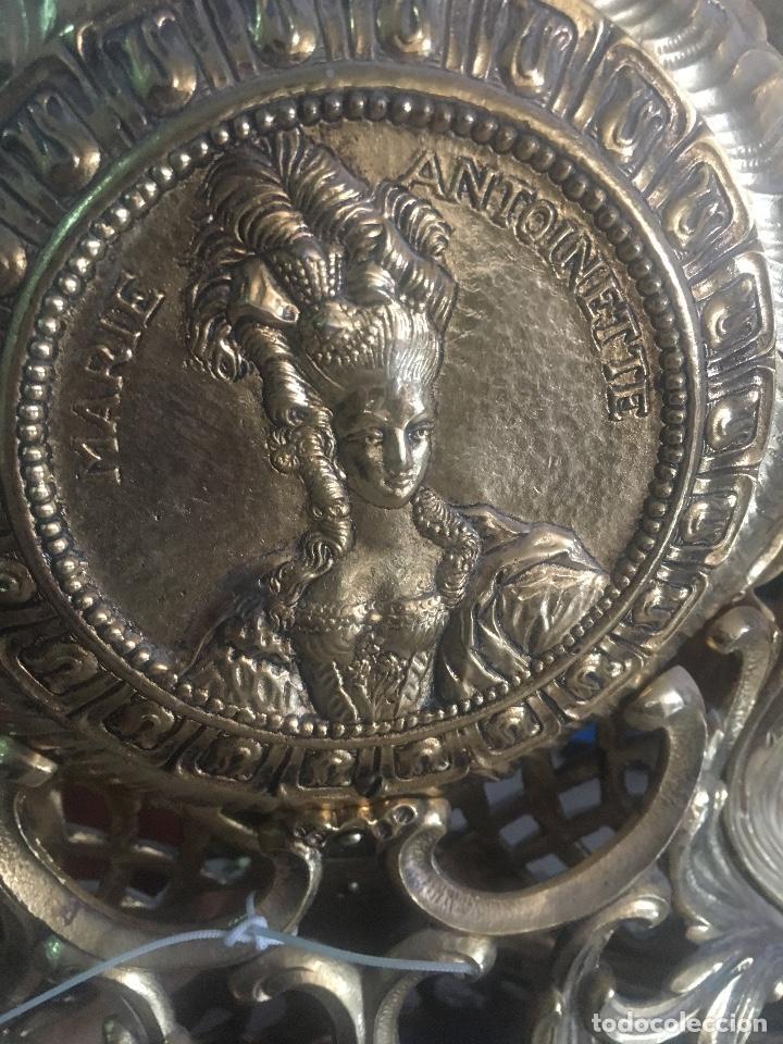 RELOJ DE BRONCE CON PEANA DE MARMOL. MARIE ANTOINETTE. 54X40CM (Relojes - Sobremesa Carga Manual)
