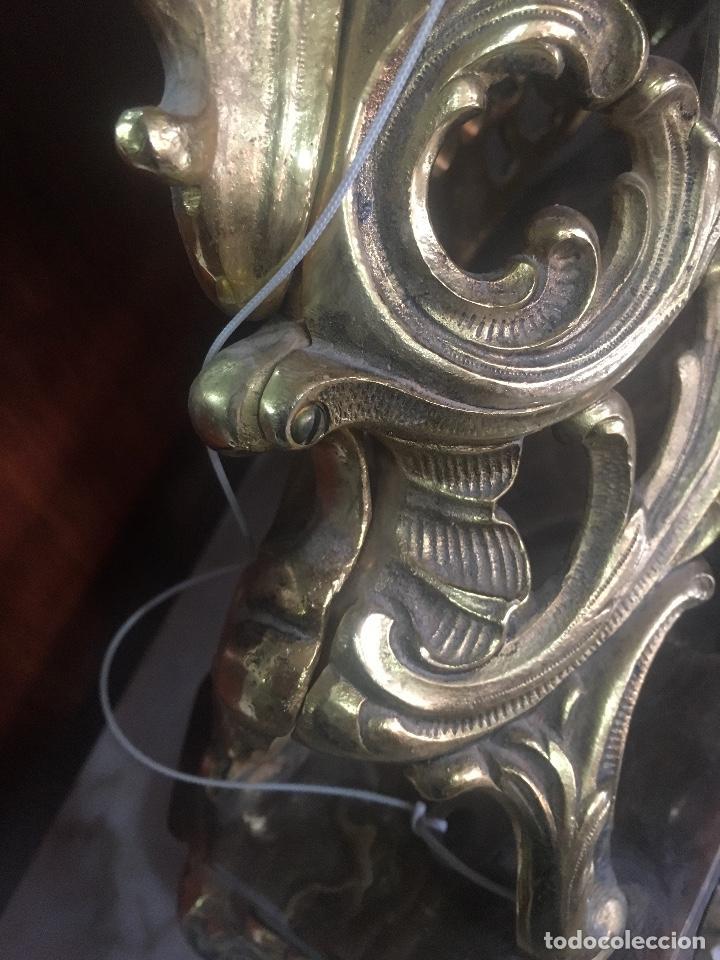 Relojes de carga manual: RELOJ DE BRONCE CON PEANA DE MARMOL. MARIE ANTOINETTE. 54X40CM - Foto 6 - 122094395