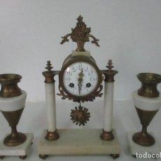 Relojes de carga manual: CONJUNTO RELOJ SOBREMESA - GUARNICIÓN CON CANDELABROS - MAQUINA PARÍS - FUNCIONA - BRONCE Y MÁRMOL. Lote 122334323