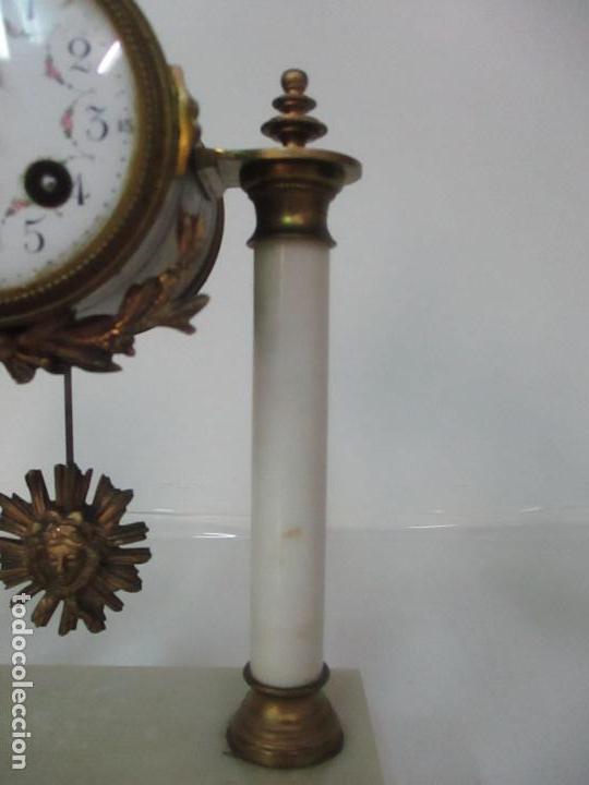 Relojes de carga manual: Conjunto Reloj Sobremesa - Guarnición con Candelabros - Maquina París - Funciona - Bronce y Mármol - Foto 9 - 122334323