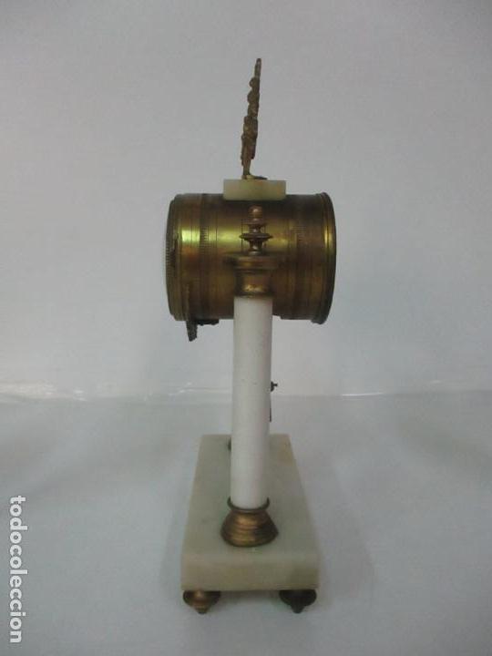 Relojes de carga manual: Conjunto Reloj Sobremesa - Guarnición con Candelabros - Maquina París - Funciona - Bronce y Mármol - Foto 10 - 122334323