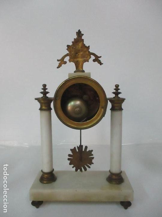 Relojes de carga manual: Conjunto Reloj Sobremesa - Guarnición con Candelabros - Maquina París - Funciona - Bronce y Mármol - Foto 11 - 122334323