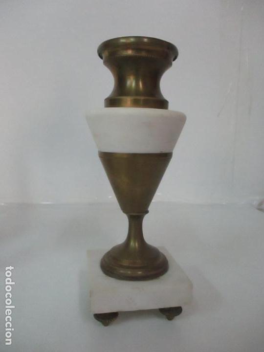 Relojes de carga manual: Conjunto Reloj Sobremesa - Guarnición con Candelabros - Maquina París - Funciona - Bronce y Mármol - Foto 19 - 122334323