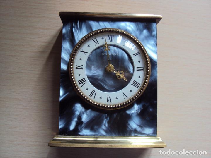 RADIANT (Relojes - Sobremesa Carga Manual)