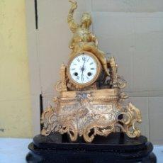 Relojes de carga manual: ANTIGUO RELOJ FRANCÉS CALAMINA DORADA EN BRONCE SIGLO XIX. Lote 125242086
