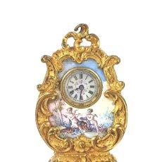 Relojes de carga manual: RELOJ DE MESA ESTILO ROCOCÓ EN MINIATURA. METAL DORADO. VIENA. SIGLO XIX.. Lote 122585731