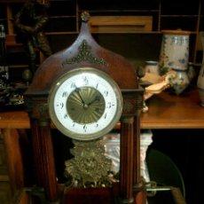 Relojes de carga manual: RELOJ DE SOBREMESA CON PENDULO. Lote 125396123