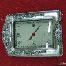 Relojes de carga manual: RELOJ DE SOBREMESA CON MARCO DE METAL PLATEADO NUEVO A ESTRENAR. Lote 125418275