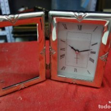 Relojes de carga manual: RELOJ DE SOBREMESA CON PORTAFOTO DE METAL PLATEADO DE LOS AÑOS 70 NUEVO A ESTRENAR. Lote 125421707