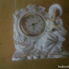 Relojes de carga manual: RELOJ CON FIGURA DE PORCELANA DE ÉPOCA,AÑOS 70S. Lote 125433679