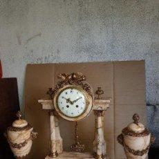 Relojes de carga manual: RELOJ ANTIGUO EPOCA IMPERIO DE MÁRMOL Y BRONCE CASI A ESTRENAR FUNCIONA DE COLECION . Lote 126017951