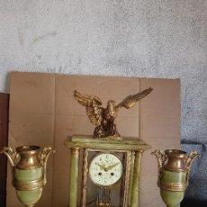 Relojes de carga manual: RELOJ FRANCES EN ONIX VERDE Y BRONCE DE VITRINA CIRCA 1850 BUEN ESTADO FUNCIONA ALTA COLECION . Lote 126024099