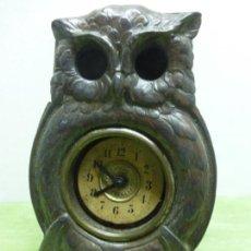 Relojes de carga manual: ANTIGUO Y ORIGINAL RELOJ DE SOBREMESA CON FORMA DE BUHO EN ESTAÑO-ORIGINAL PRINCIPIOS DEL SIGLO XX. Lote 126128643