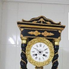 Relojes de carga manual: RELOJ PÓRTICO ANTIGUO DETALLES EN BRONCE AL MERCURIO EN ORO FINO BUEN ESTADO FUNCIONA ALTA COLECION. Lote 128096991