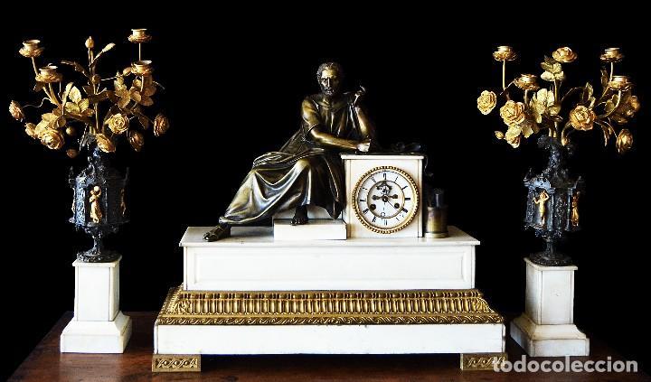 RELOJ DE SOBREMESA CON GUARNICION SIGLO XIX (Relojes - Sobremesa Carga Manual)