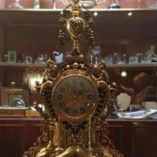 Relojes de carga manual: RELOJ CUARZO LATÓN CON CANDELABROS. Lote 110450606