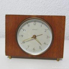Relojes de carga manual: PRECIOSO RELOJ SOBREMESA KIENZLE CON SOPORTE DE MADERA FUNCIONANDO CORRECTAMENTE. Lote 127273867