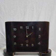 Relojes de carga manual: RELOJ DE SOBREMESA DE MADERA. Lote 127652779