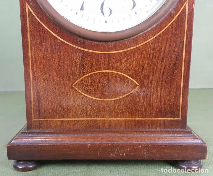 Relojes de carga manual: RELOJ DE SOBREMESA. MADERA DE CAOBA. SUIZA. CIRCA 1940. - Foto 5 - 127988863