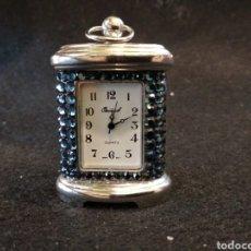 Relojes de carga manual: PEQUEÑO RELOJ DE CUARZO , SOBREMESA OSIROK. FUNCIONA.. Lote 128325407