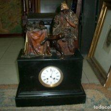 Relojes de carga manual: GRAN RELOJ DE SOBREMESA EN BRONCE Y PIEDRA. Lote 129501071