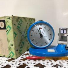 Relojes de carga manual: RELOJ DESPERTADOR Y CALENDARIO GOLDEN COCK, VINTAGE.. Lote 129666974