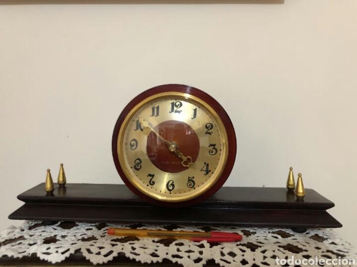 RELOJ VINTAGE SOBREMESA, RUSO, VERNA. AÑOS 60 (Relojes - Sobremesa Carga Manual)