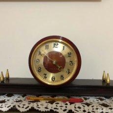 Relojes de carga manual: RELOJ VINTAGE SOBREMESA, RUSO, VERNA. AÑOS 60. Lote 130118826