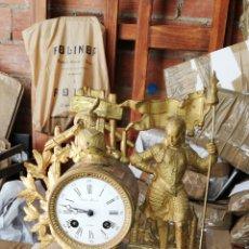 Relojes de carga manual: ANTIGUO RELOJ FRANCÉS SIGLO XIX CALAMINA DORADA AL MERCURIO Y ALABASTRO. Lote 130876745