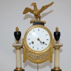 Relojes de carga manual: PRECIOSO RELOJ DE SOBREMESA ESTILO LUIS XVI. EN BRONCE AL MERCURIO Y MARMOL A 2 COLORES. Lote 131023148