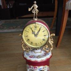 Relojes de carga manual: RELOJ DE SOBREMESA CON CERÁMICA PINTADA. Lote 131328467