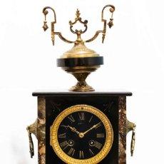 Relojes de carga manual: ANTIGUO RELOJ DE SOBREMESA, COMBINADO MÁRMOL Y BRONCE, FUNCIONANDO,MAQUINA PARIS. Lote 132232678