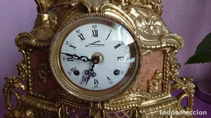 Relojes de carga manual: ANTIGUO RELOJ Y CANDELABROS BRONCE - Foto 4 - 132245246